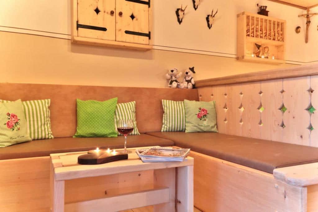 exklusive ferienwohnung in bayern ernstlhof do is sche. Black Bedroom Furniture Sets. Home Design Ideas