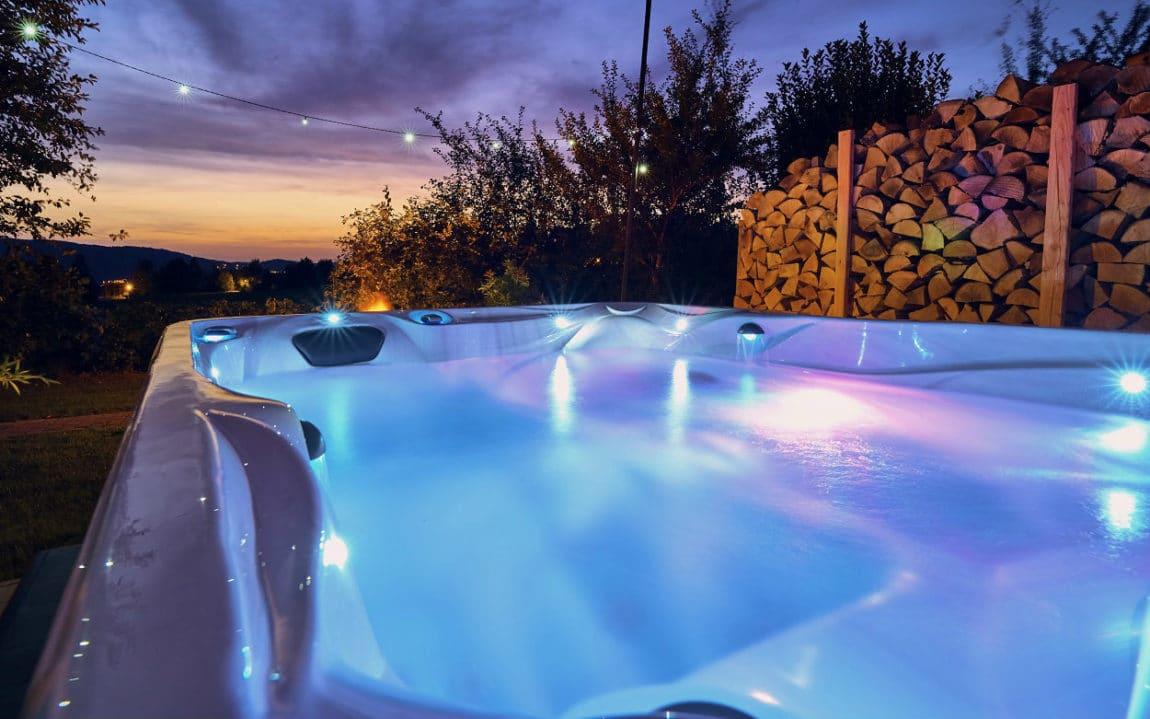 der ernstlhof luxus chalets im bayerischen wald mit whirlpool sauna. Black Bedroom Furniture Sets. Home Design Ideas